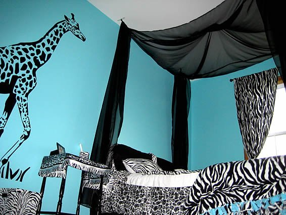Jungle Bedroom With Giraffe Zebra Stickers Decor By