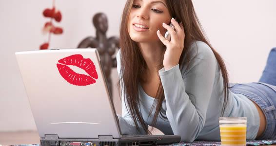 Kiss-Kiss laptop decals skin